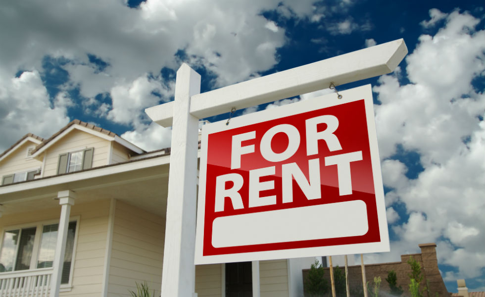 for-rent-sign-in-yard